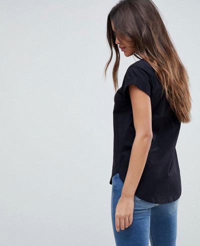 Boyfriend-Fit-with-Rolled-Sleeve-and-Curved-Hem-T-Shirt