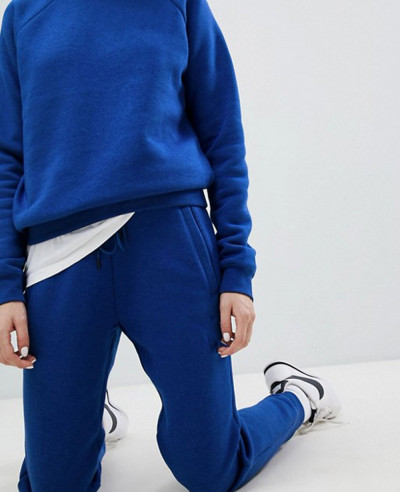 Women-Raglan-Sleeve-Royal-Blue-Custom-Fleece-Tracksuit