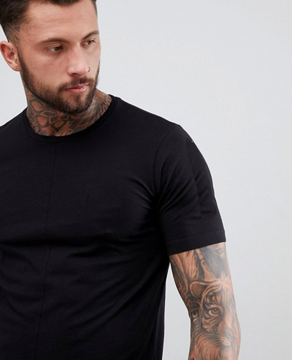 Stepped-Hem-With-Back-Print-In-Black-T-Shirt